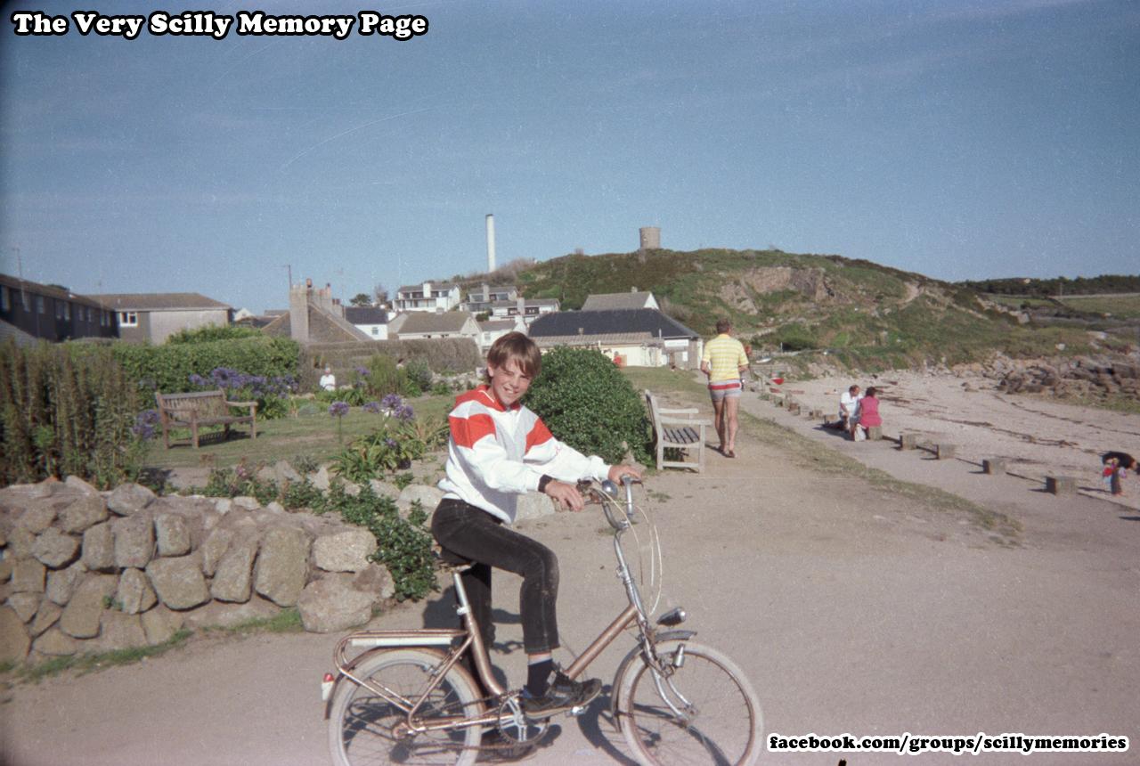 1987, porthcressa, wooden sea fences, no rocks, no playpark