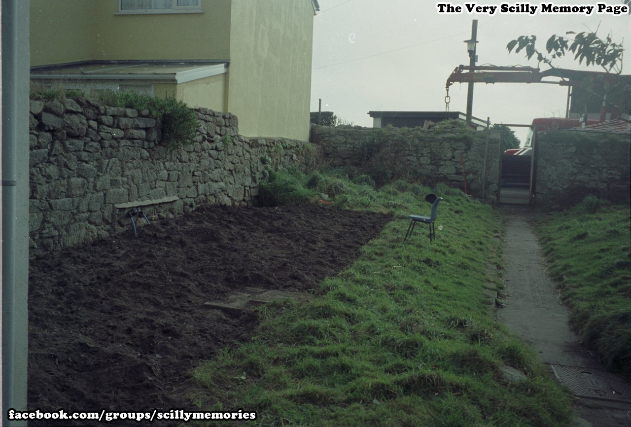 1995, Hamewith, Waytes The Parade, Garden Work, St Mary's