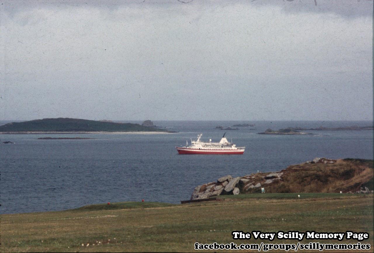 1995, MV Explorer Visits Scilly 3